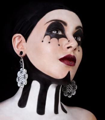 Black-White (H)EARRINGS